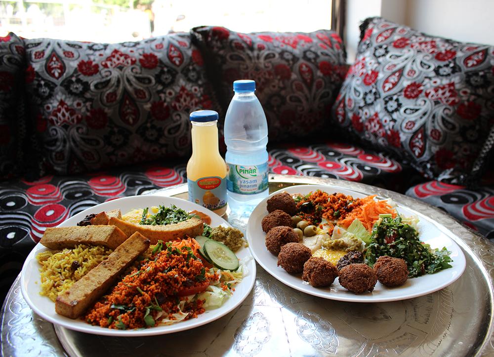 Falafel Teller und Tofu Teller von Habibi