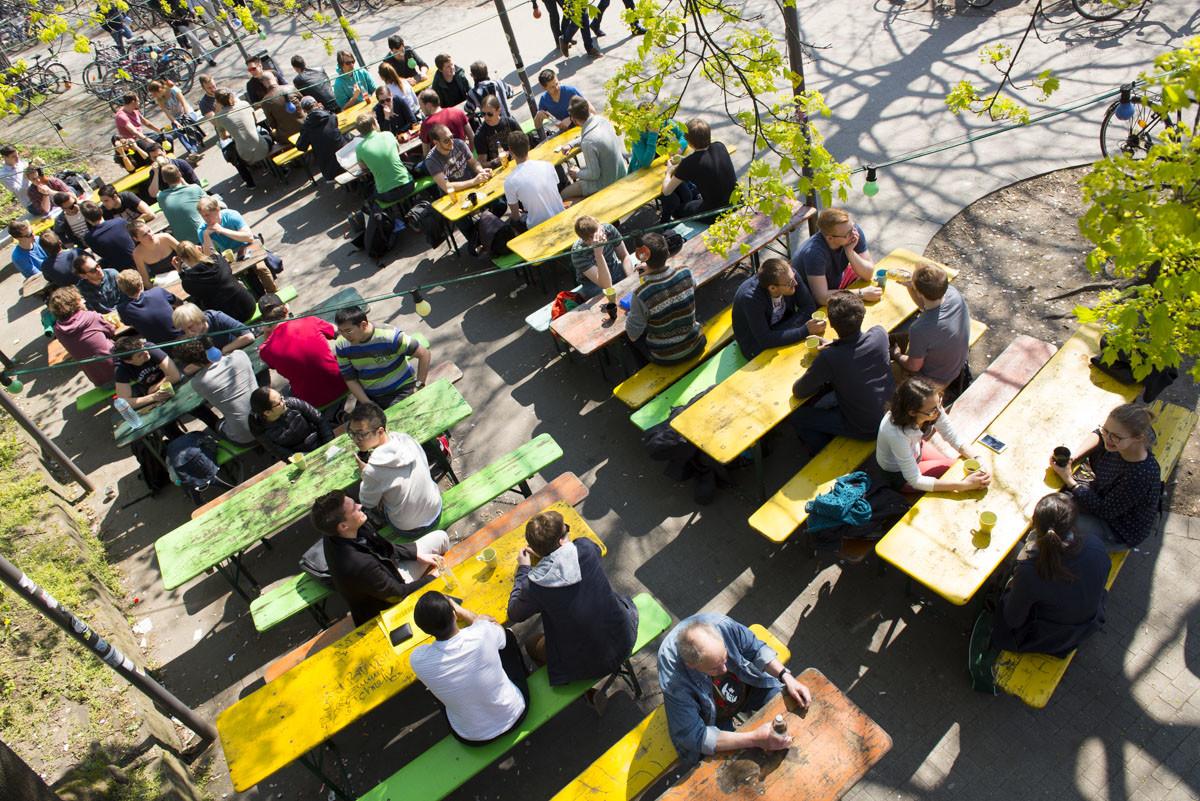 Kavantgarde Lieblingscafe Karlsruhe AKK Bierbänke