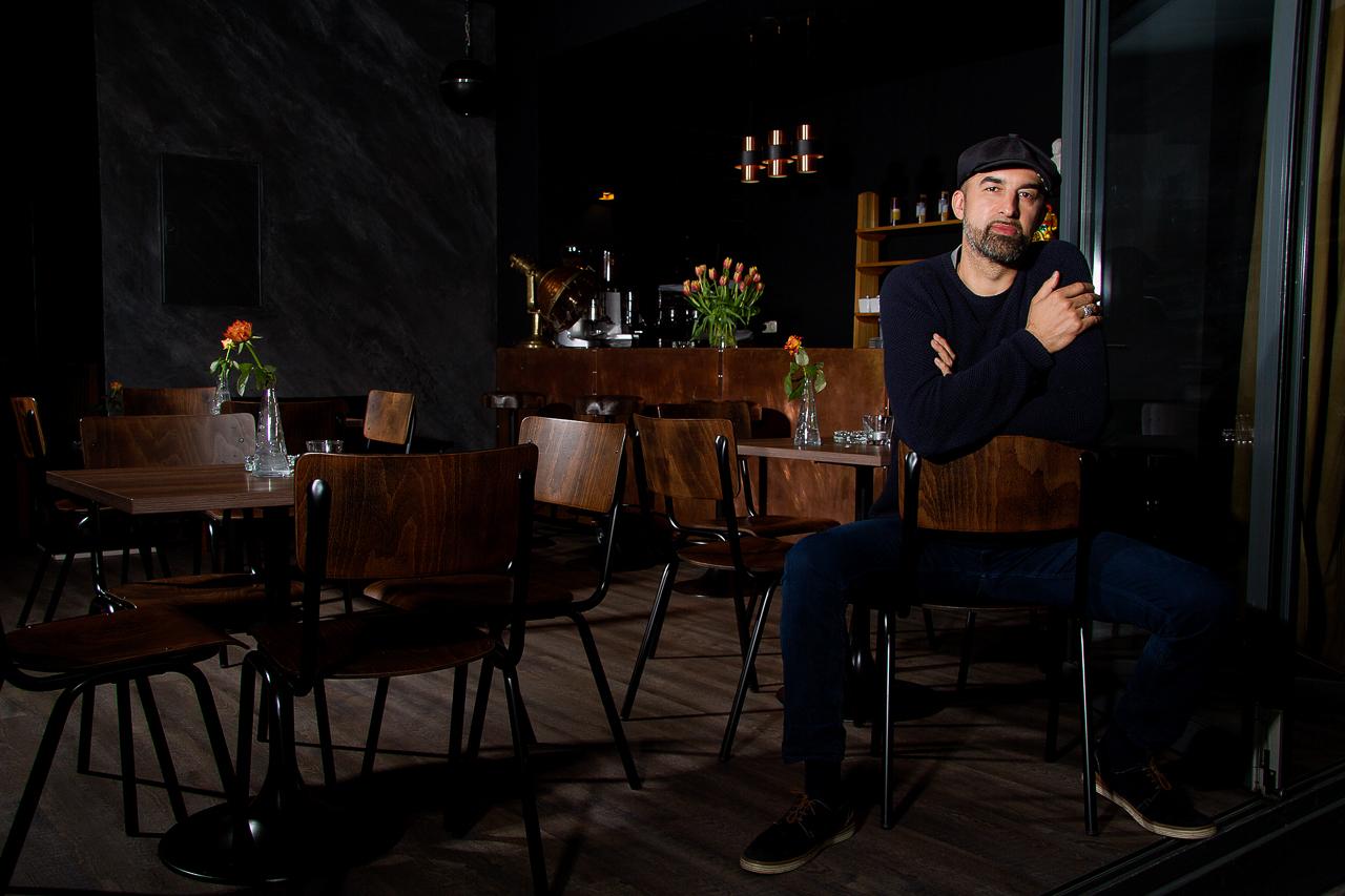DJ-Legende Shahrokh Dini in seiner neuen Monk Bar!