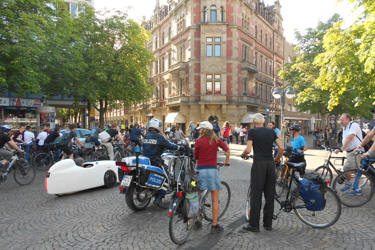 Am letzten Freitag im Monat, 18 Uhr am Kronenplatz: Hier startet die Critical Mass